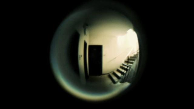 Kapı Deliğinden Bakmak
