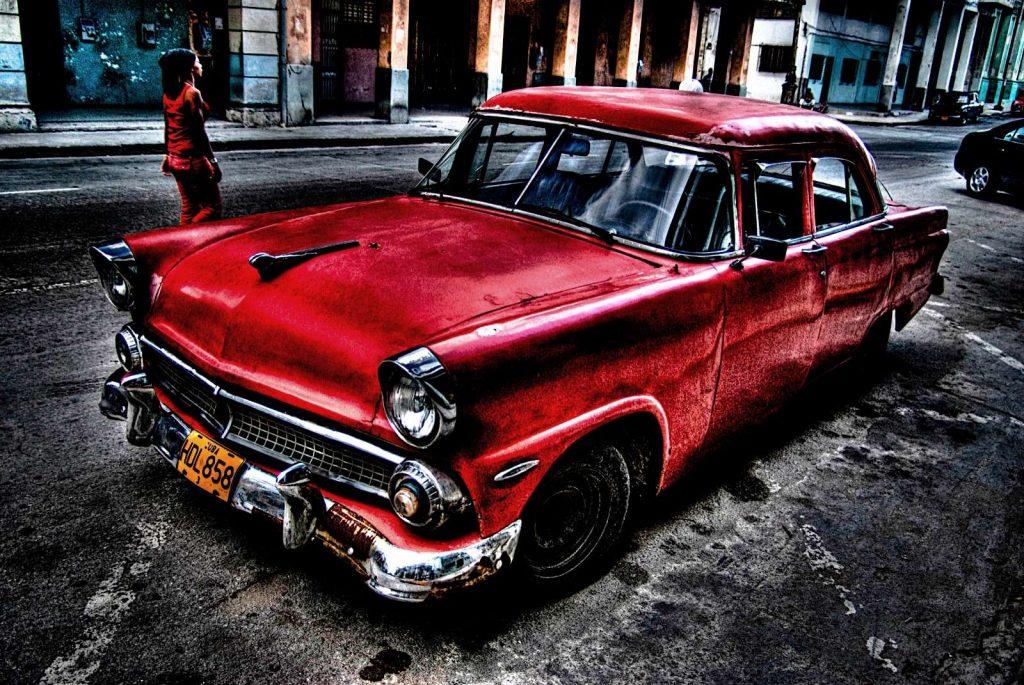 Eski Kırmızı Araba