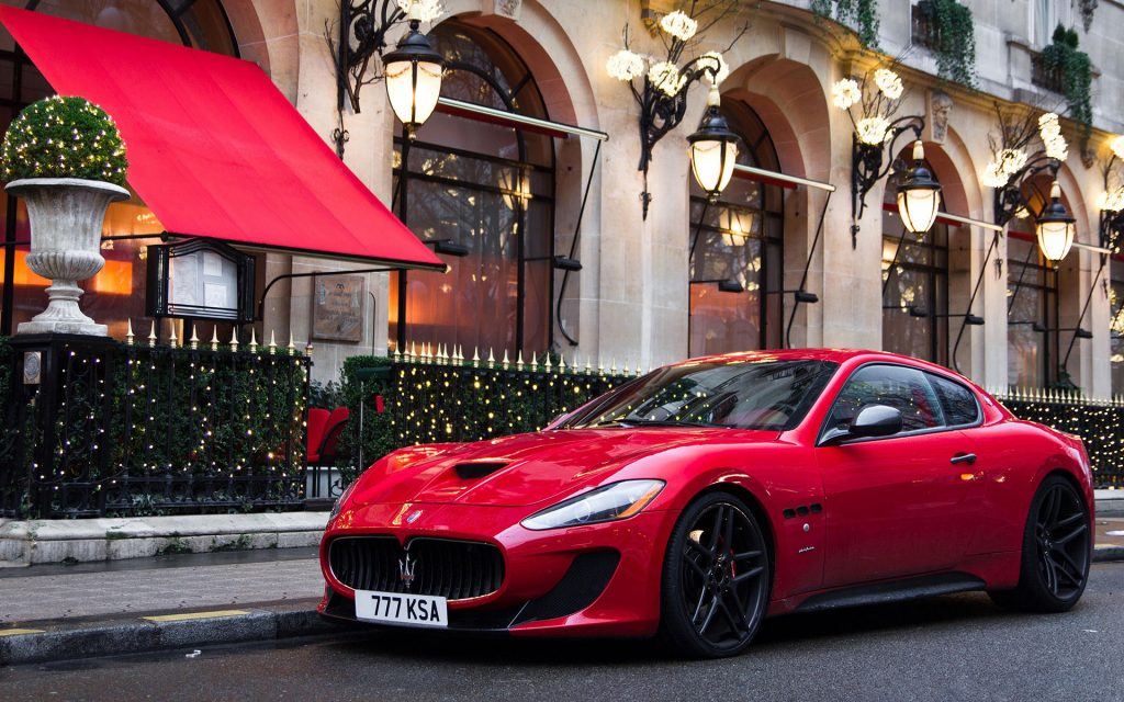 Kırmızı Maserati