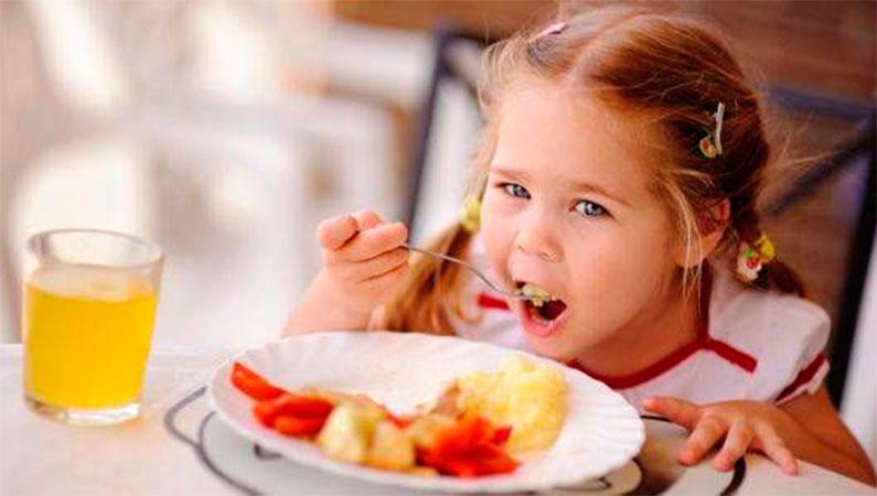 Rüyada Birine Yemek Vermek Mutlu Etmek