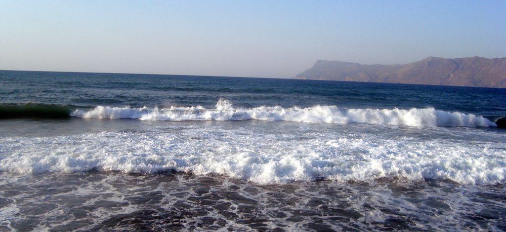 Rüyada Dalgalı Denize Atlamak