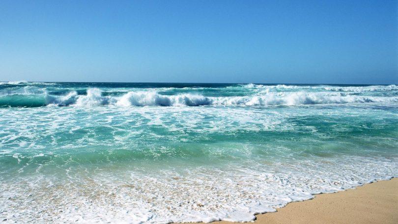 Rüyada Dalgalı Denize Girmek