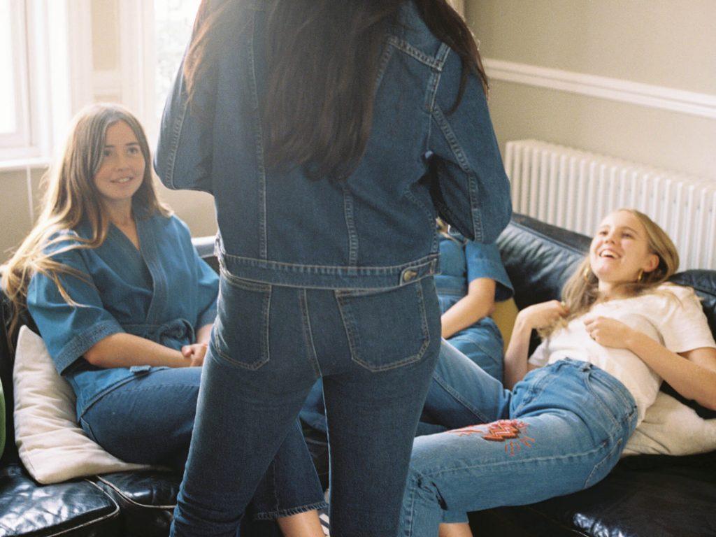 Rüyada Kot Pantolon Giydiğini Görmek