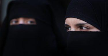 Rüyada Kara Çarşaflı Kadınlar Görmek