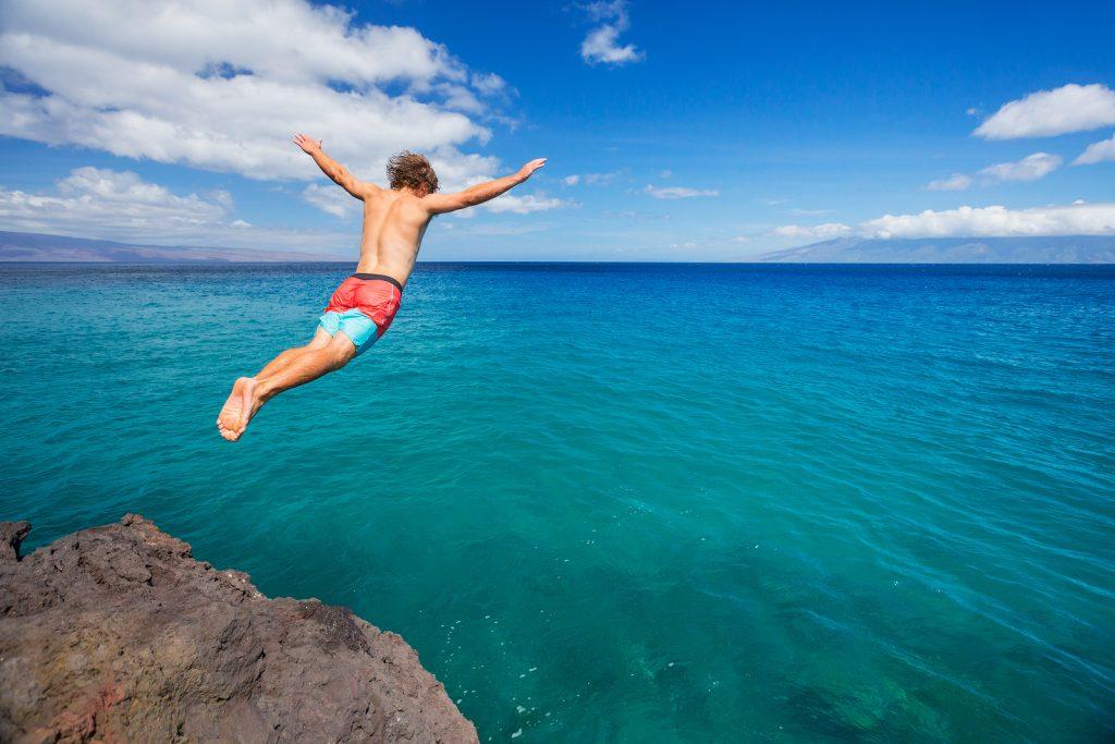 Rüyada Yüksek Yerden Suya Atlamak