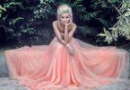 Rüyada Pembe Elbise Giyen Birini Görmek