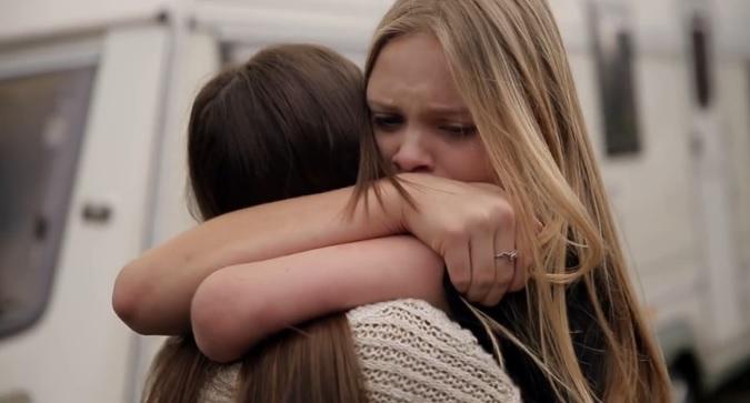 Rüyada Arkadaşına Sarılmak Ve Ağlamak