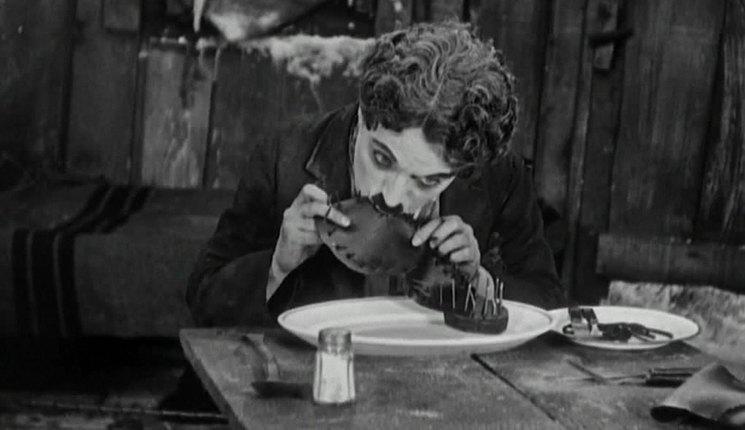 Rüyada Ayakkabı Üstünde Yemek Yemek
