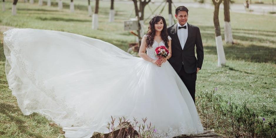 Rüyada Gelinlik Giydiğini ve Başka Düğüne Gittiğini görmek