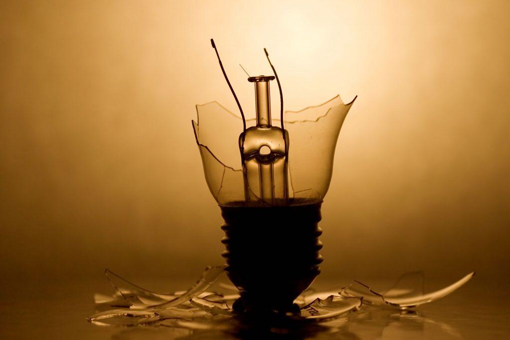 Rüyada Kırık Lamba Görmek