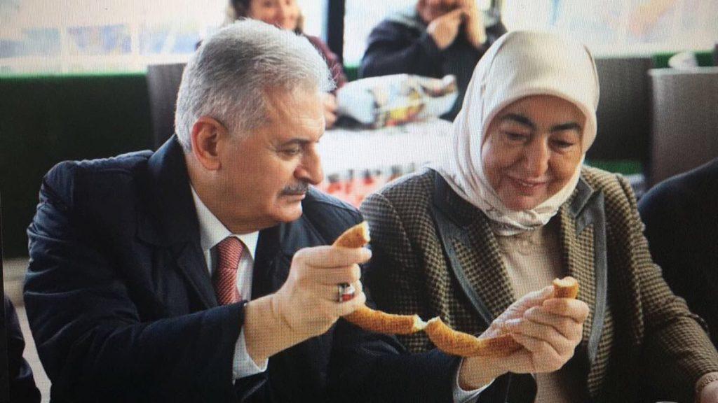 Rüyada Başbakan ve Eşini Görmek, Beraber Yemek Yemek