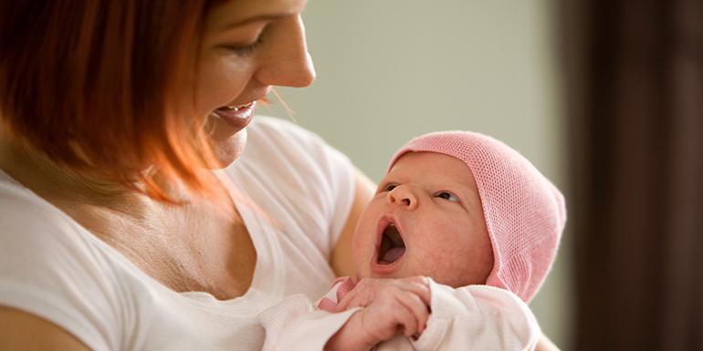 Rüyada Başka Birinin Erkek Bebeği Emzirmek