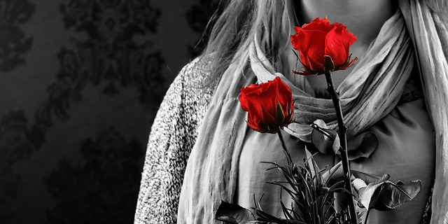 Rüyada Birinden Çiçek Almak ve Kırmızı Gül Akmak