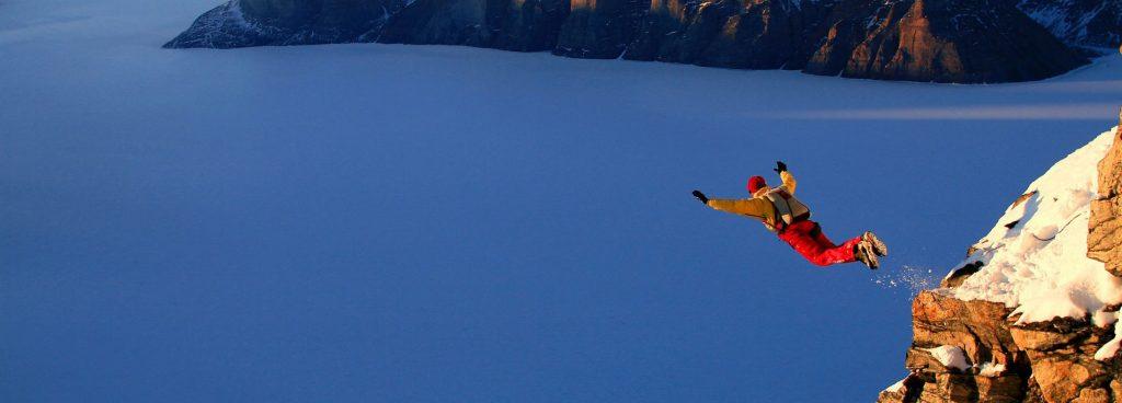 Rüyada Yüksek Bir Yerden Düşmek ve Uçurum Olması