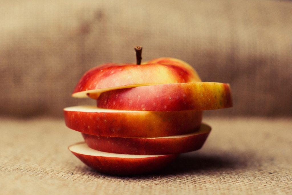Rüyada Kırmızı Elma Toplamak ve Yemek