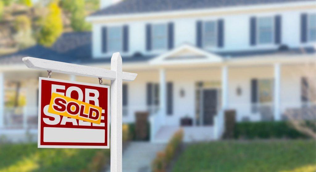 Rüyada evini satmak