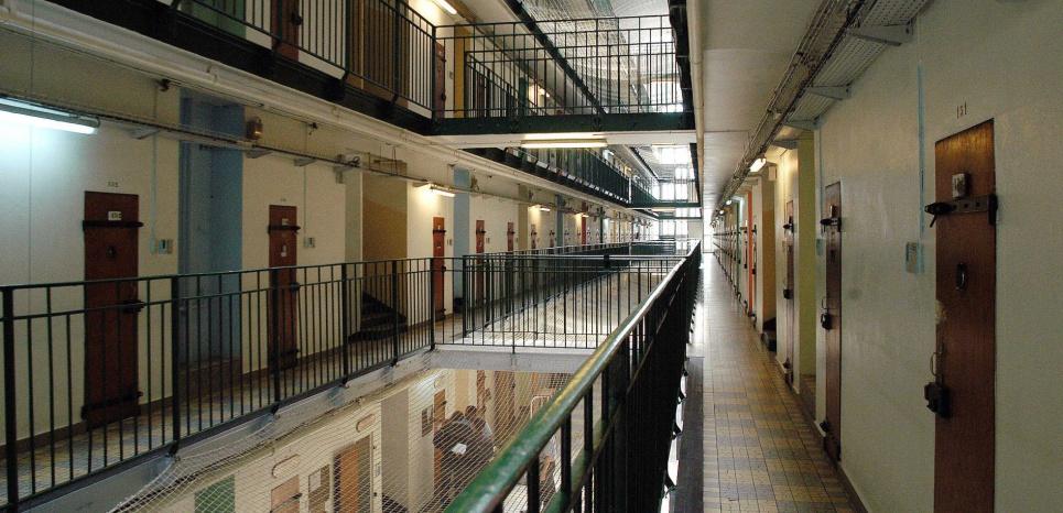Rüyada Hapisten Çıkmak ve Tanıdık Birini Görmek