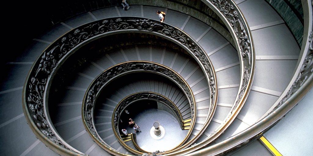 Rüyada Kendi Evinizden Merdivenden Yukarı Çıkmak