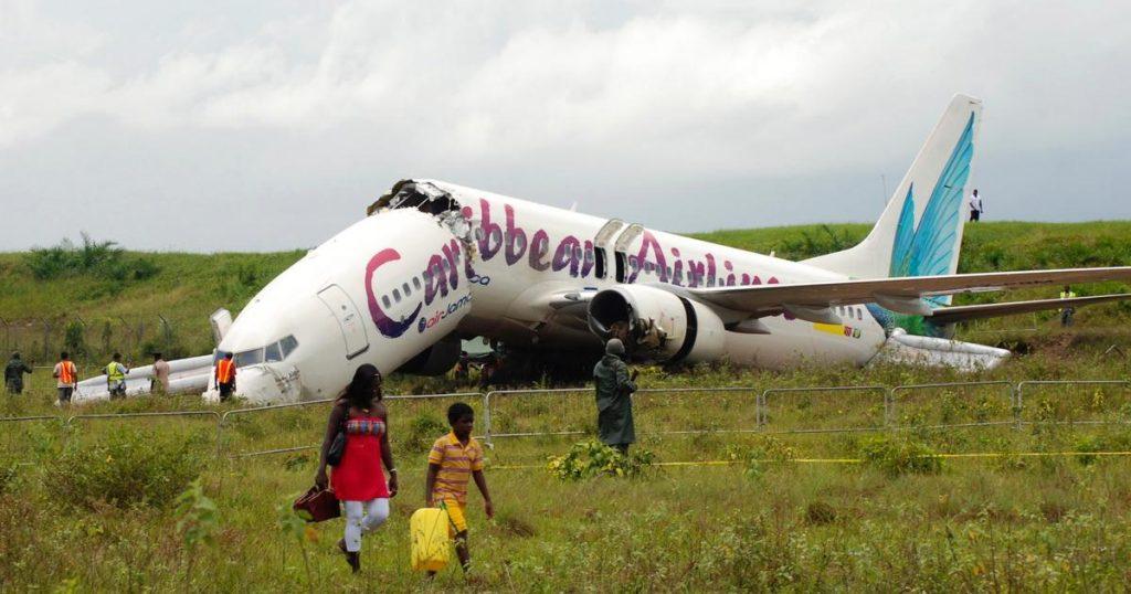 Rüyada Uçak Düşmesi Görmek ve Kokpite Bir Şey Çarpması