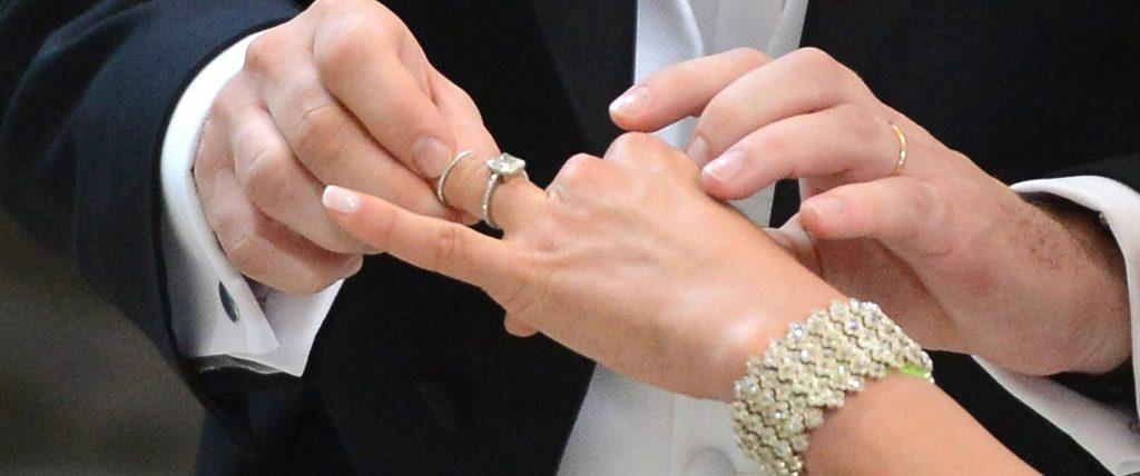 Rüyada Nişan Yüzüğü Takmak ve Geri Vermek