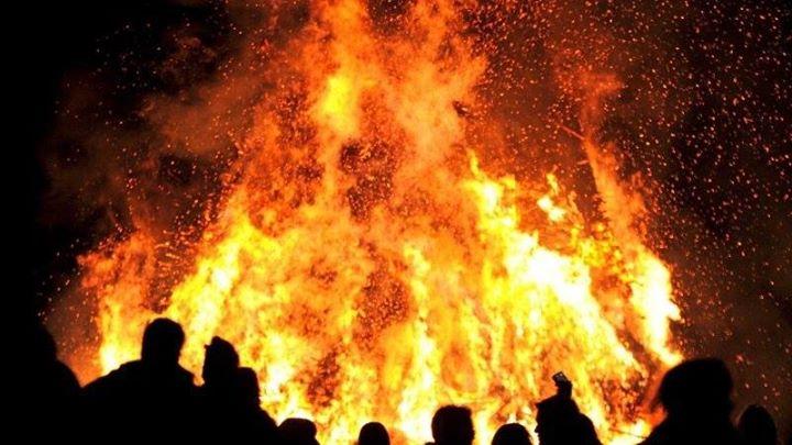 Rüyada Ateş Yangın Görmek ve Odun Atmak