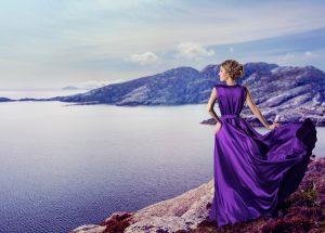 Rüyada Başkasının Kısa Mor Elbise Giydiğini Görmek