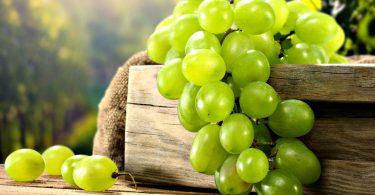 Rüyada Yeşil Üzüm Yemek