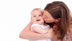 Rüyada Anneye Sarılıp Yanaktan Öpmek
