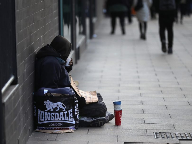 Rüyada Fakir Birine Para Vermek