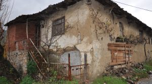 Rüyada Yıkık Ev Kapısı Görmek