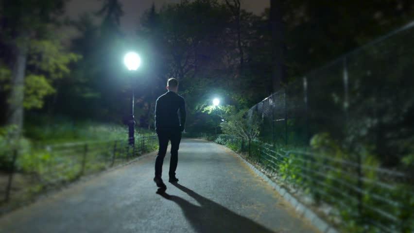 Rüyada Gece Yürümek ve Kaybolmak