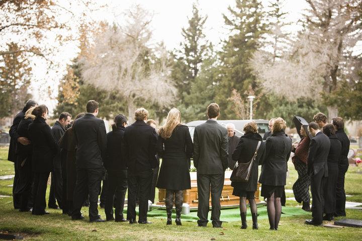 Rüyada Tanıdık Birinin Aniden Öldüğünü Hissedip Duymak ve Ölüm Cenaze Haberini Başkasından Almak