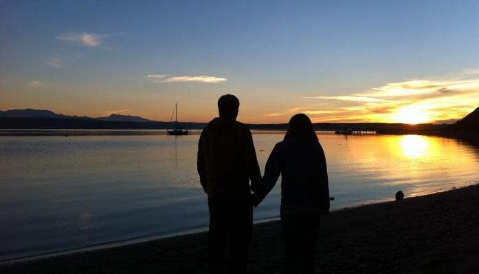 Rüyada Çok Eski Platonik Sevgiliyle Elele Gezmek