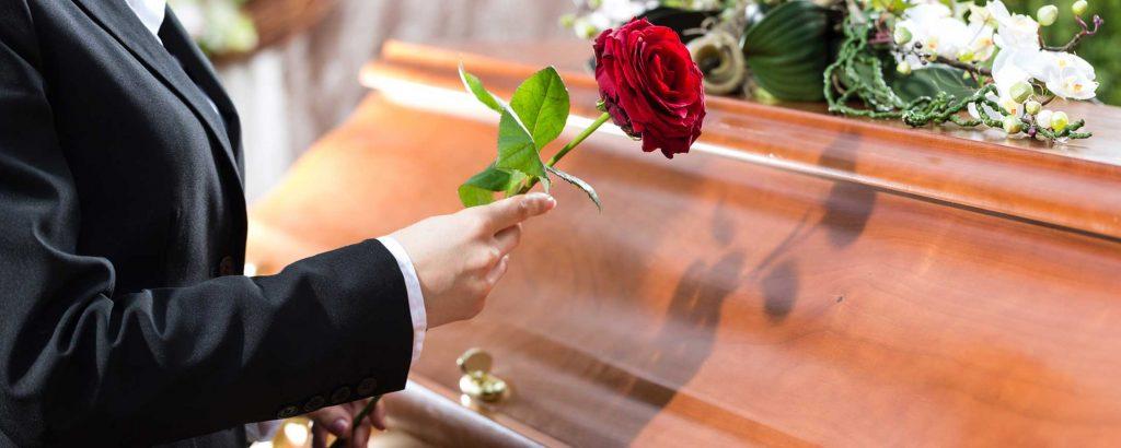 Rüyada Tabutun İçinde Cenaze Görmek ve Tanıdık Olması