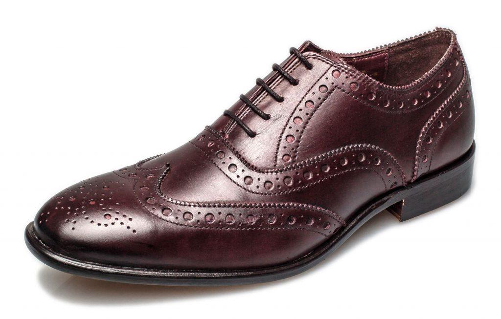 Rüyada Bordo Ayakkabı Görmek ve Giymek
