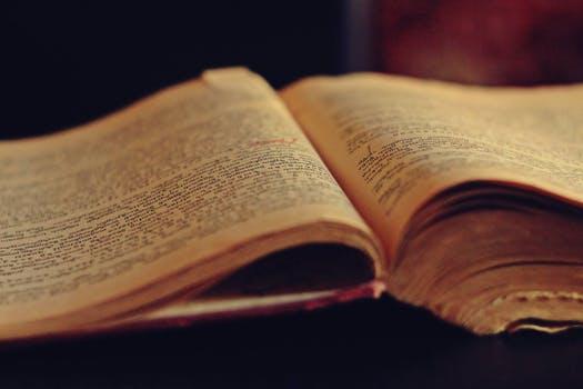 Rüyada Yıpranmış Eski Yabancı Kitap Sahafta Görmek