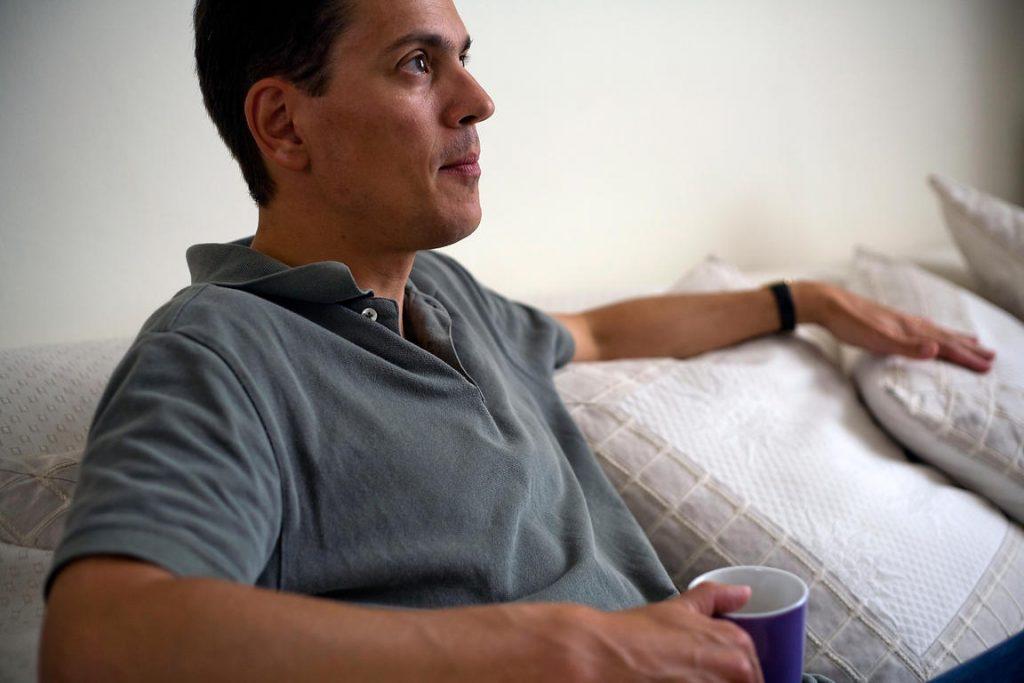 Rüyada Evde Yabancı Erkek Görmek ve Konuşmak