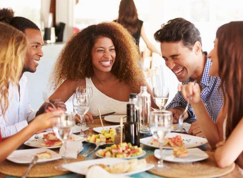 Rüyada Evde Toplu Lezzetli Yemek Alıp Yemek