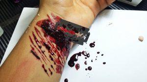 Rüyada Bıçakla Bileklerin Kesildiğini Görmek