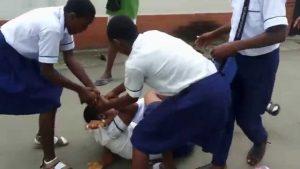 Rüyada Okulda Kavga Ayırmak
