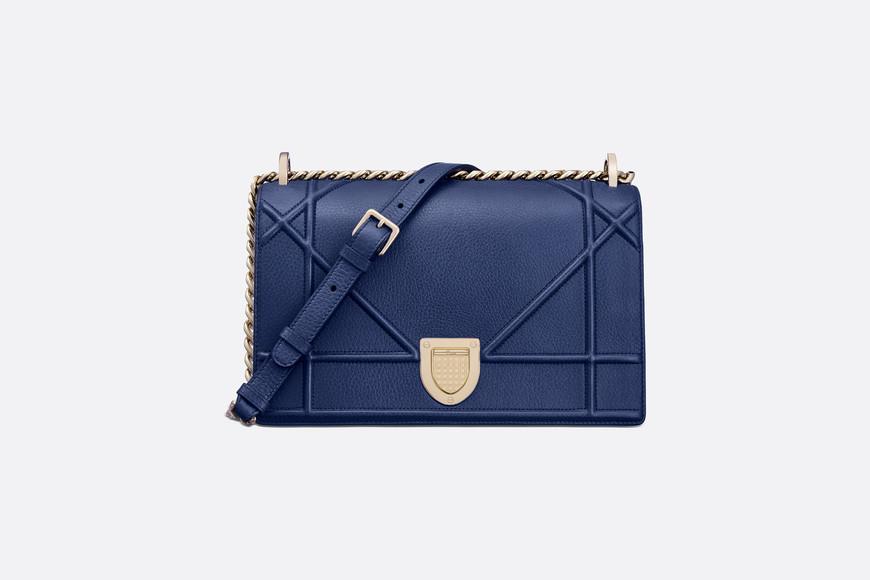 Rüyada Mavi Çanta Taktığını Görmek