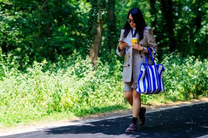 Rüyada Mavi Çanta Satın Aldığını Görmek