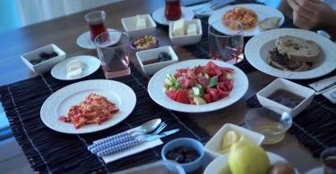 Rüyada Kahvaltı Sofrası Görmek