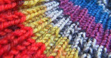 Rüyada Renkli Elbiseler Görmek