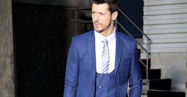Rüyada Mavi Takım Elbise Giymek
