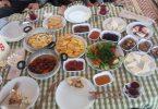 Rüyada Yer Sofrasında Yemek Yemek