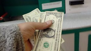 Rüyada Para Almak Borç Kapatmak Görmek