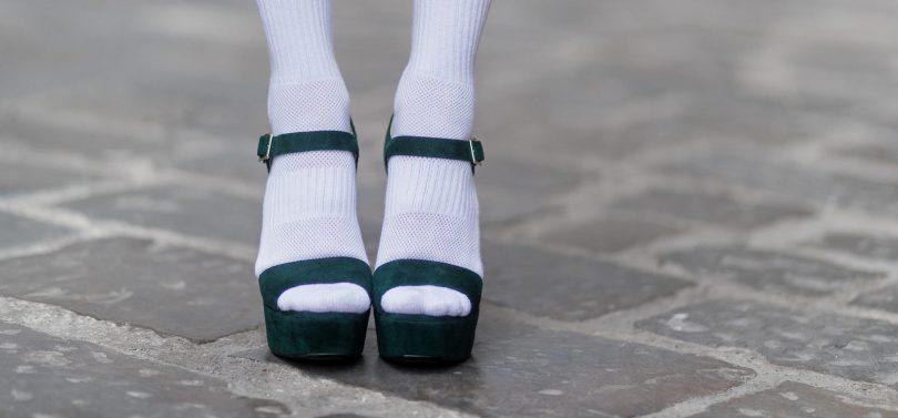 Rüyada Beyaz Çorap Giymek