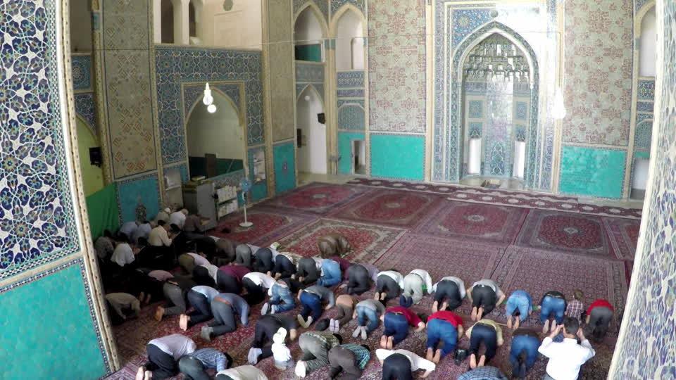 Rüyada Camide Namaz Kıldığını Görmek ve Oturmak