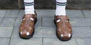 Rüyada Beyaz Çorap Sandalet Giymek